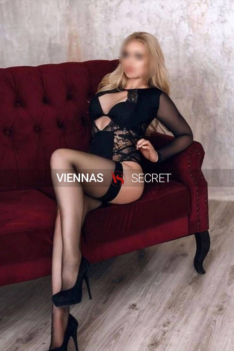 Vienna Escort Cindy 21 posing on a sofa