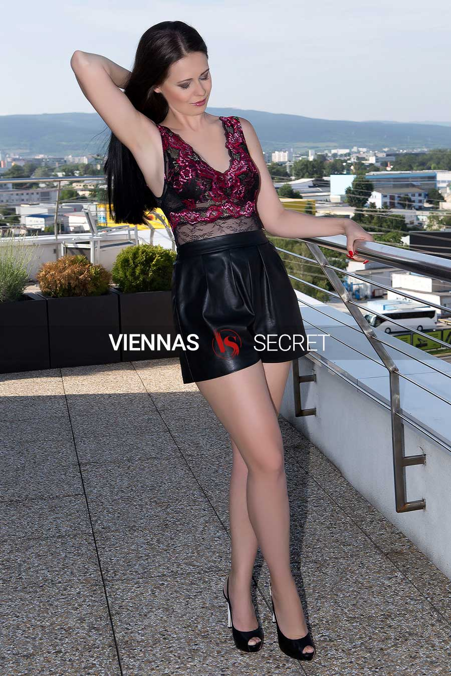 Diana 26 - Independent Escort dressed in leather