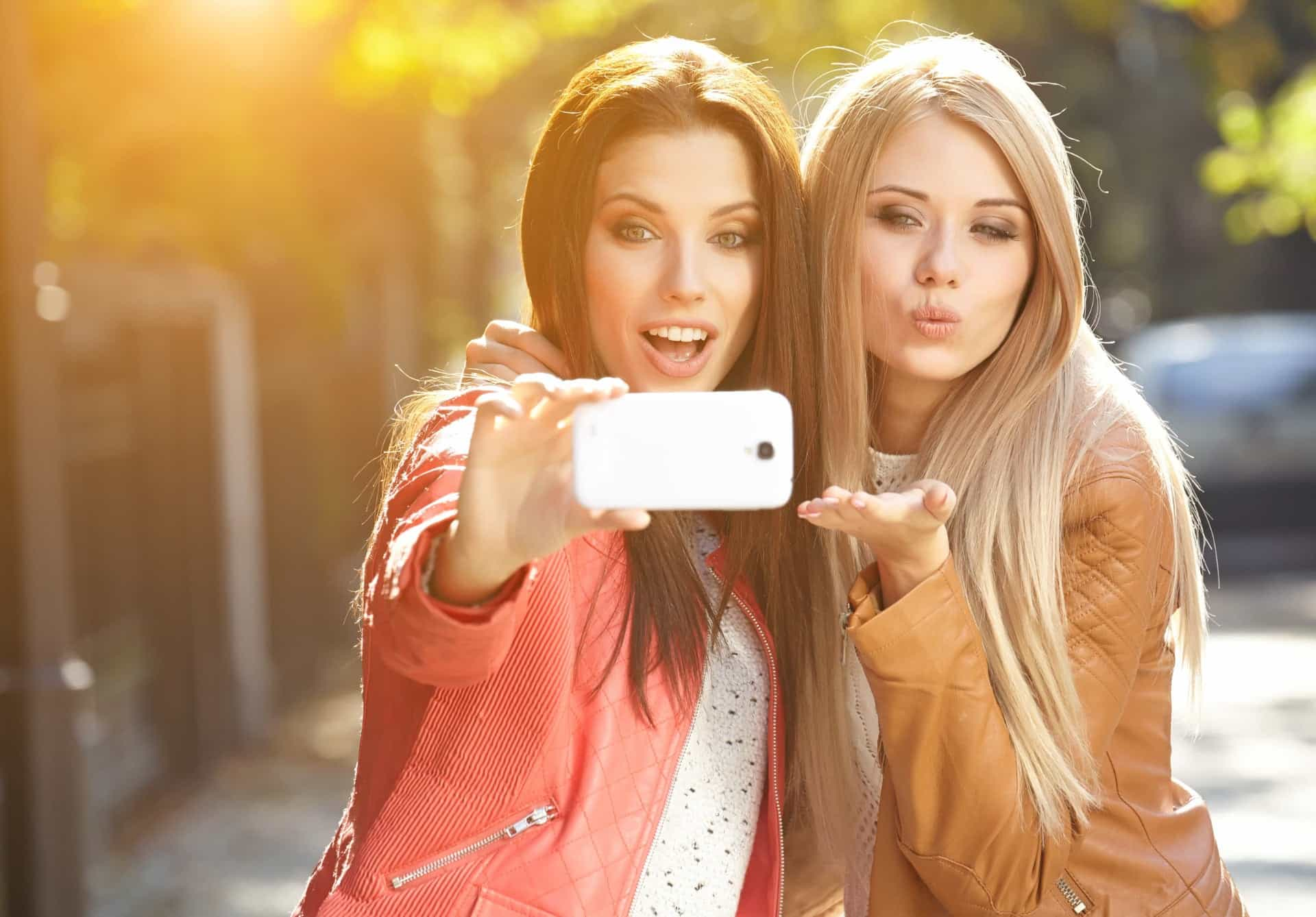 Girls-taking-a-selfie-before-their-online-date
